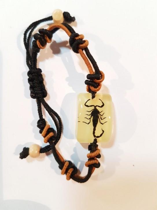 Geknotetes Armband mit echtem, eingegossenen Schwarzen Skorpion