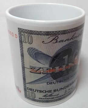 10 DM- Schein der Serie BBK-II auf Kaffeebecher (Geheime Währung)